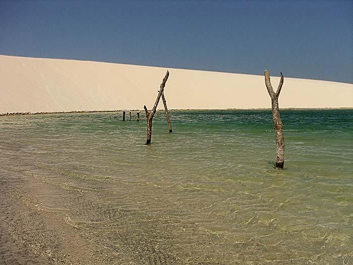 Lagoa sazonal dentro do Parque Nacional de Jericoacoara